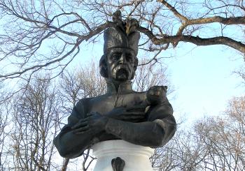 Бюст Івана Мазепи в Чернігові.