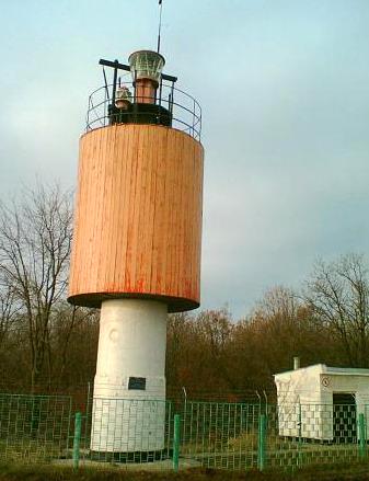Лузанівський маяк має вельми оригінальну форму. Фото - з Wikimapia